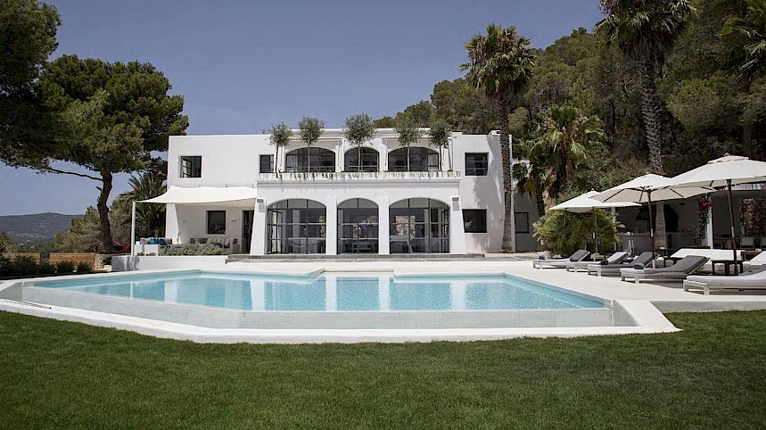 Villa Guru Introduces 'Night Out Nanny' Service for Ibizan Collection